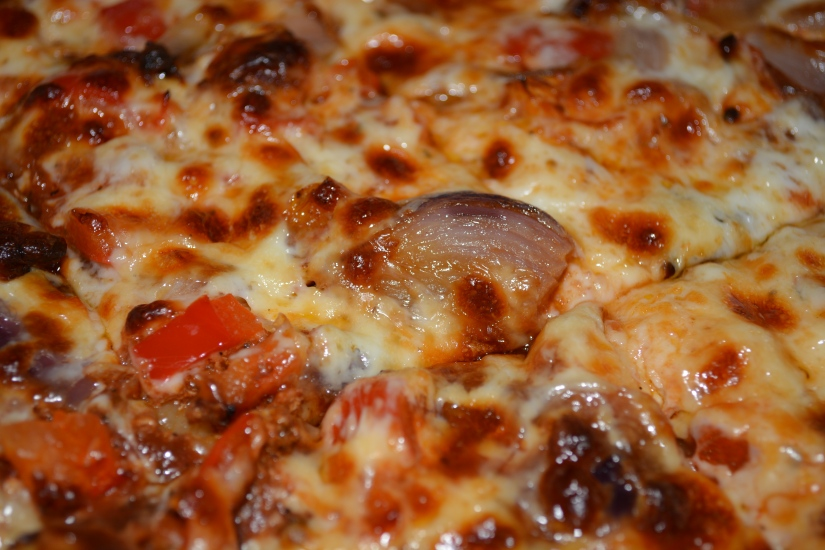 BUTTER CHICKEN PIZZA WITH GRILLED REDONIONS